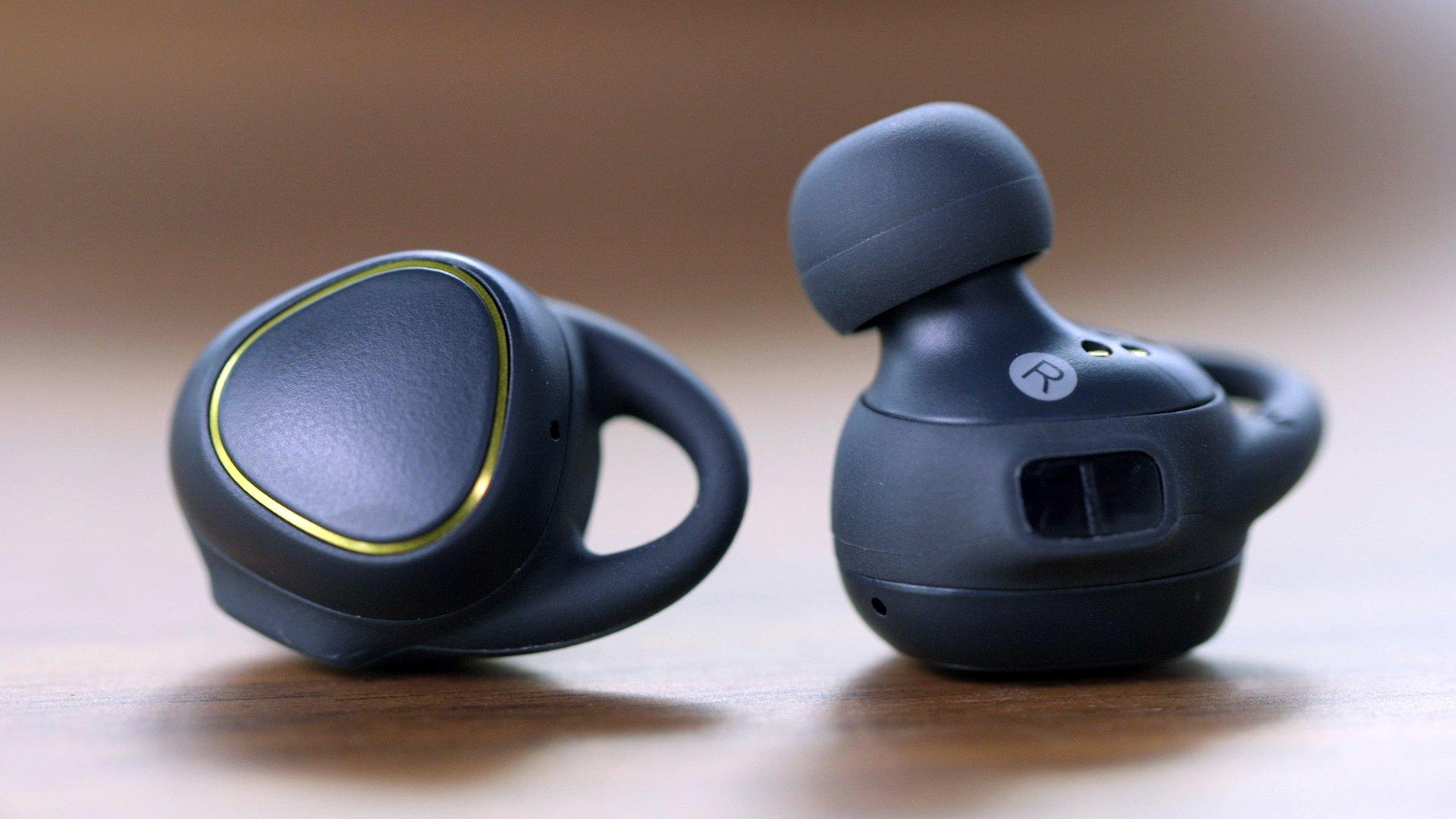 Перевірено тренером: топ-5 навушників для занять спортом