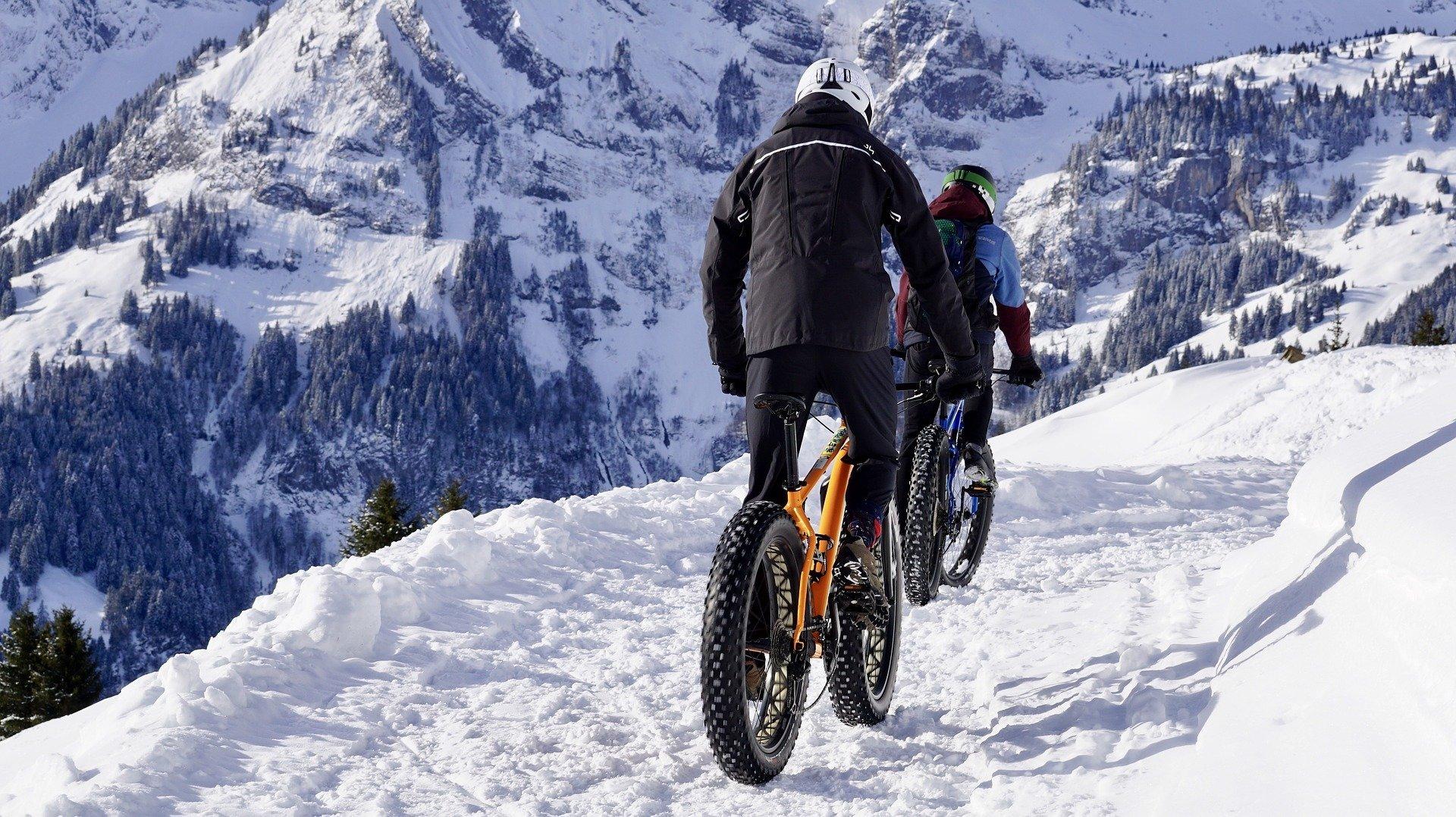 Катання на велосипеді взимку: 5 лайфхаків для безпечної їзди