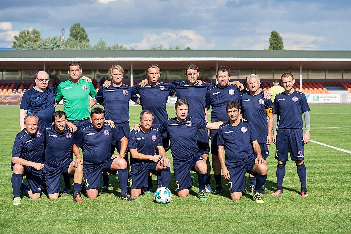 Зустрінься із зірками українського футболу у своєму місті