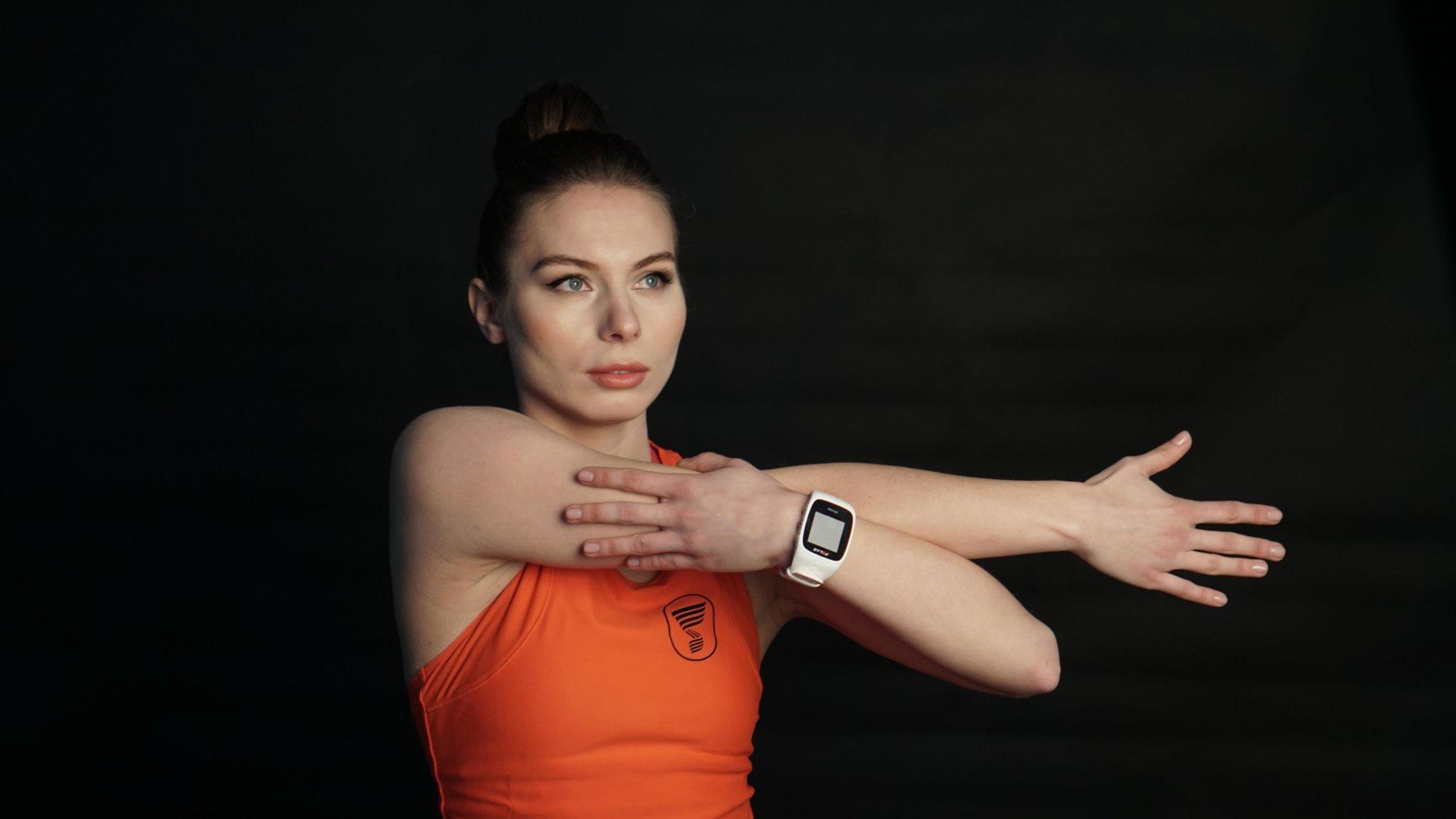 Як правильно качати сідниці та груди жінкам: показує фітнес-тренер