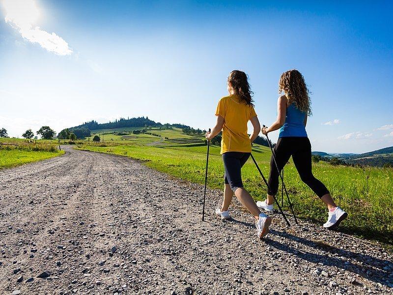 Скандинавська ходьба: що це, історія, користь, спорядження