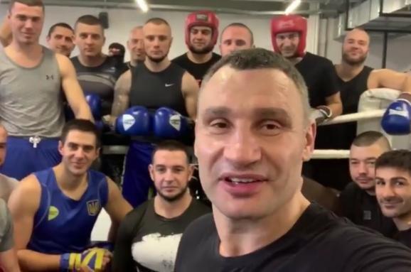 Виталий Кличко дал мастер-класс по боксу для патрульных полицейских