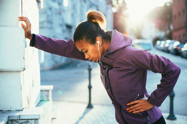 Біль у боці під час бігу: що треба знати