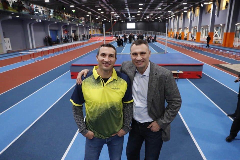 Братья Кличко открыли уникальную спортивную арену