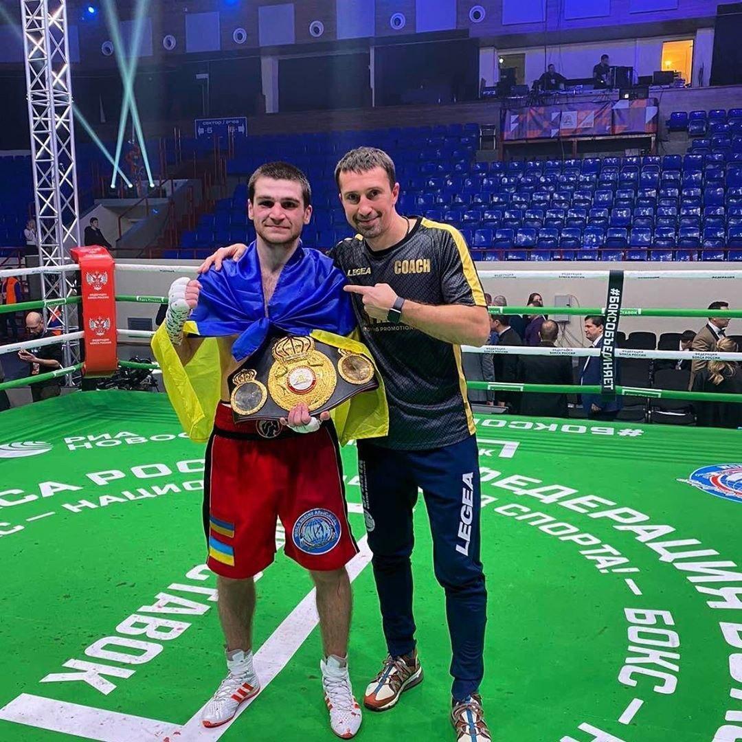 Украинский боксер победил россиянина в титульном поединке