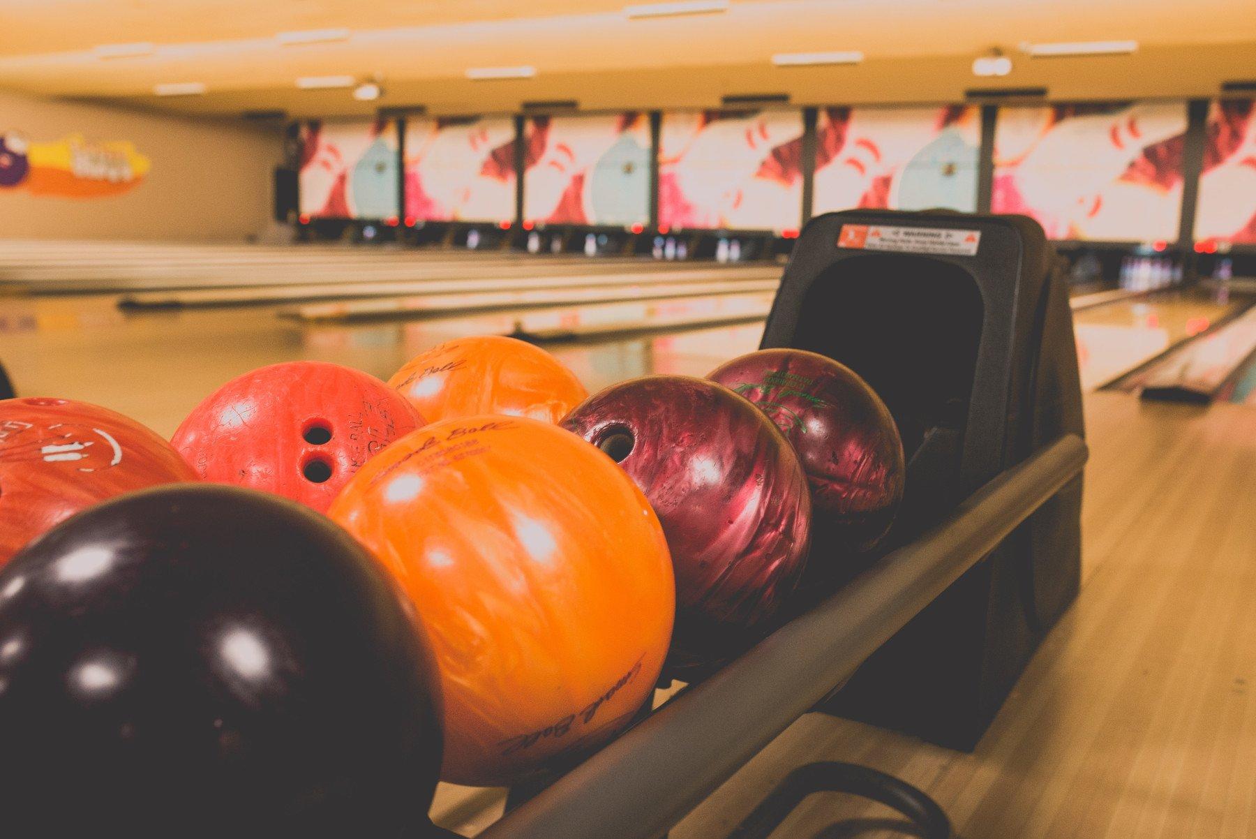 Боулінг: правила, види, інвентар