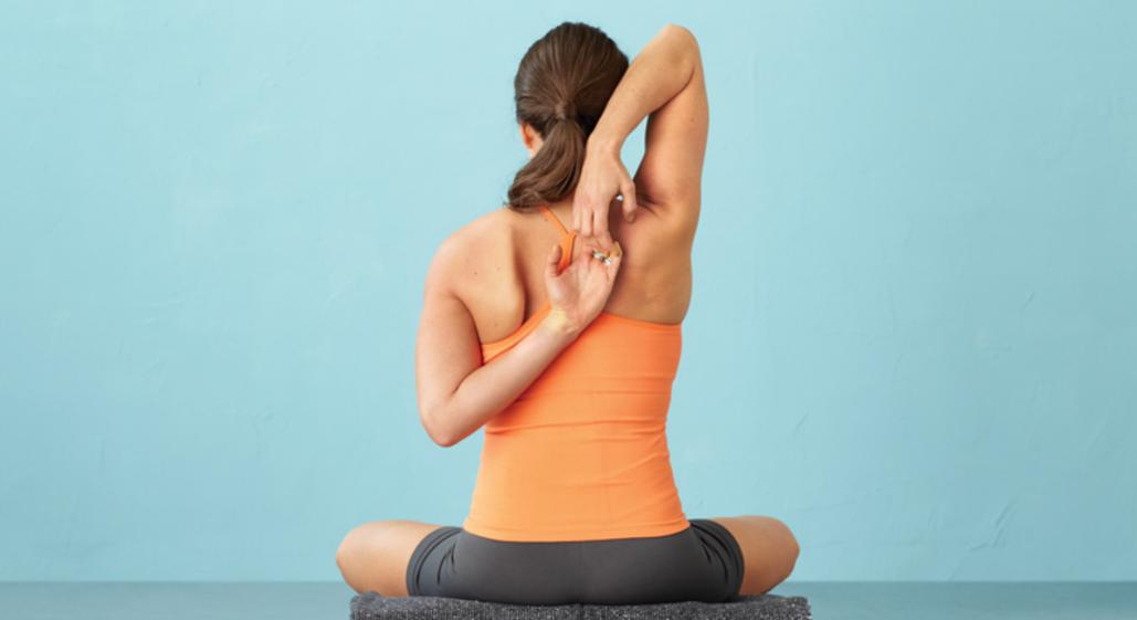 Зарядка для шиї та плечей: 9 вправ, які позбавлять від болю