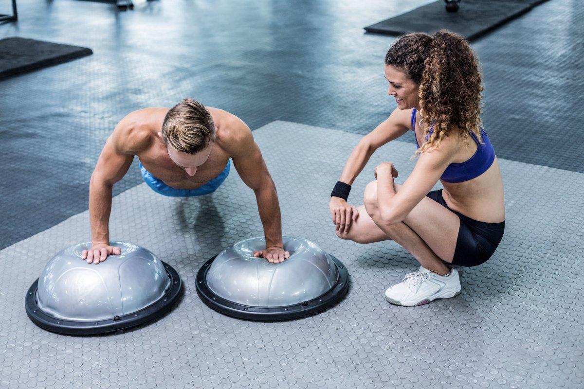 Платформа BOSU: для чего нужна, как выбрать, топ-10 упражнений